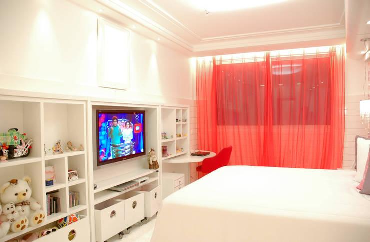 Apartamento Cond. Solar do Mar: Quartos  por Mantovani e Rita Arquitetura
