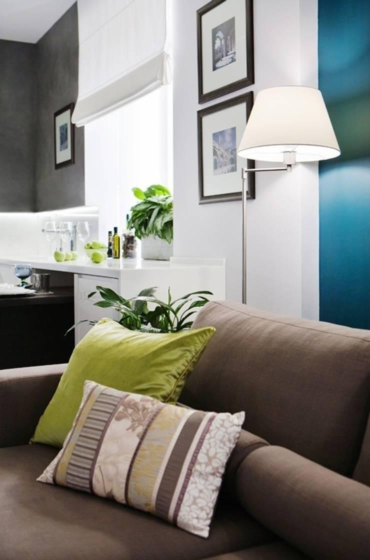 Elegant Moscow Residence:  Living room by Kulyk Interior Design Studio