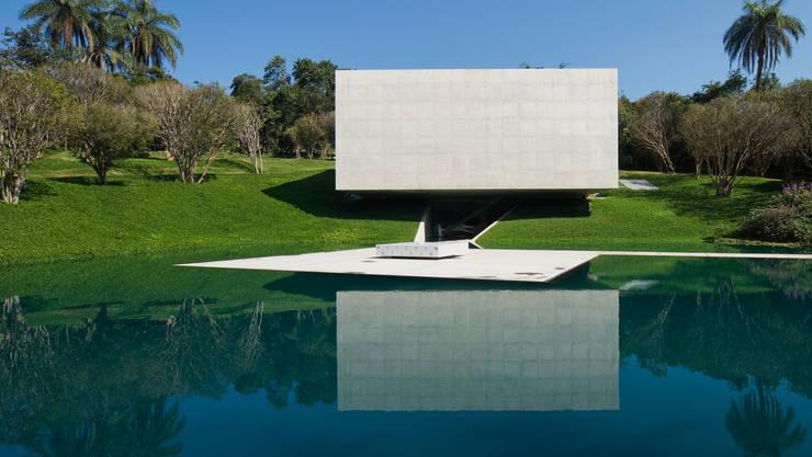 Museos de estilo  por Tacoa, Moderno