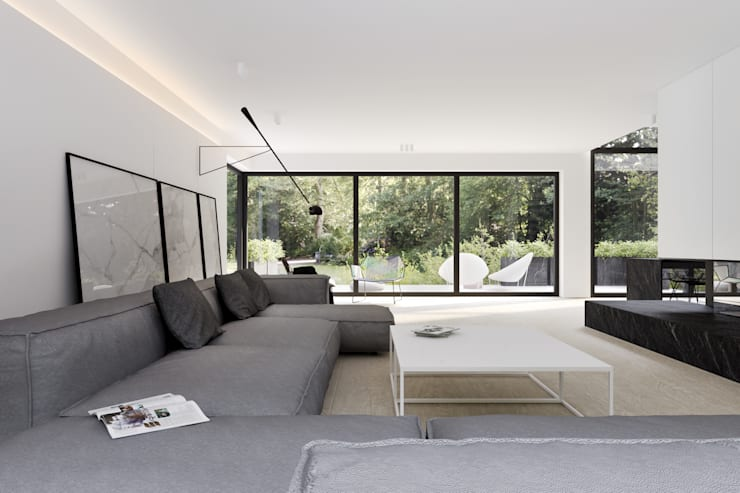 Living room by KUOO ARCHITECTS,