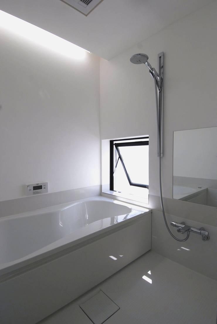 Baños de estilo  por 株式会社PLUS CASA