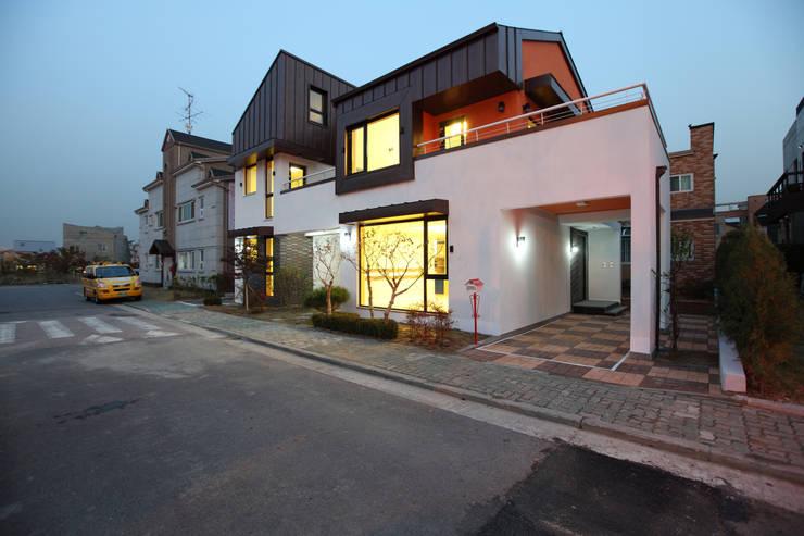 하남주택의 야경: 주택설계전문 디자인그룹 홈스타일토토의  주택