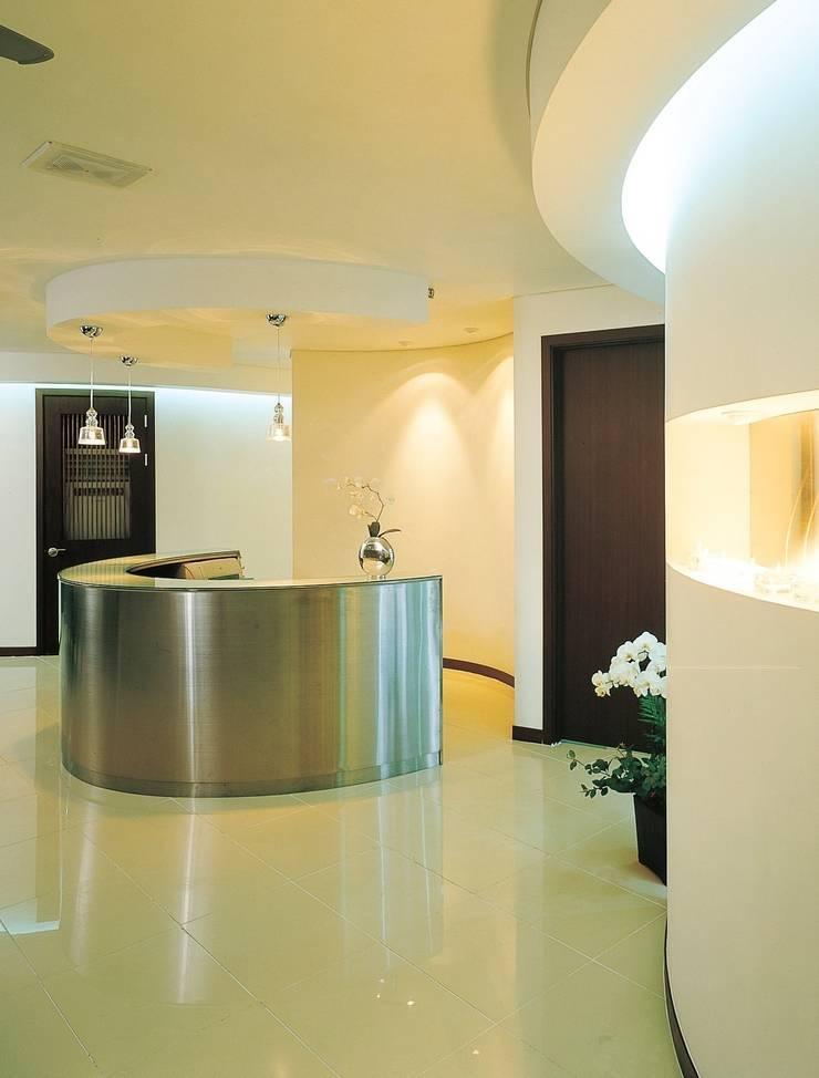 성모 안과: 참공간 디자인 연구소의  병원