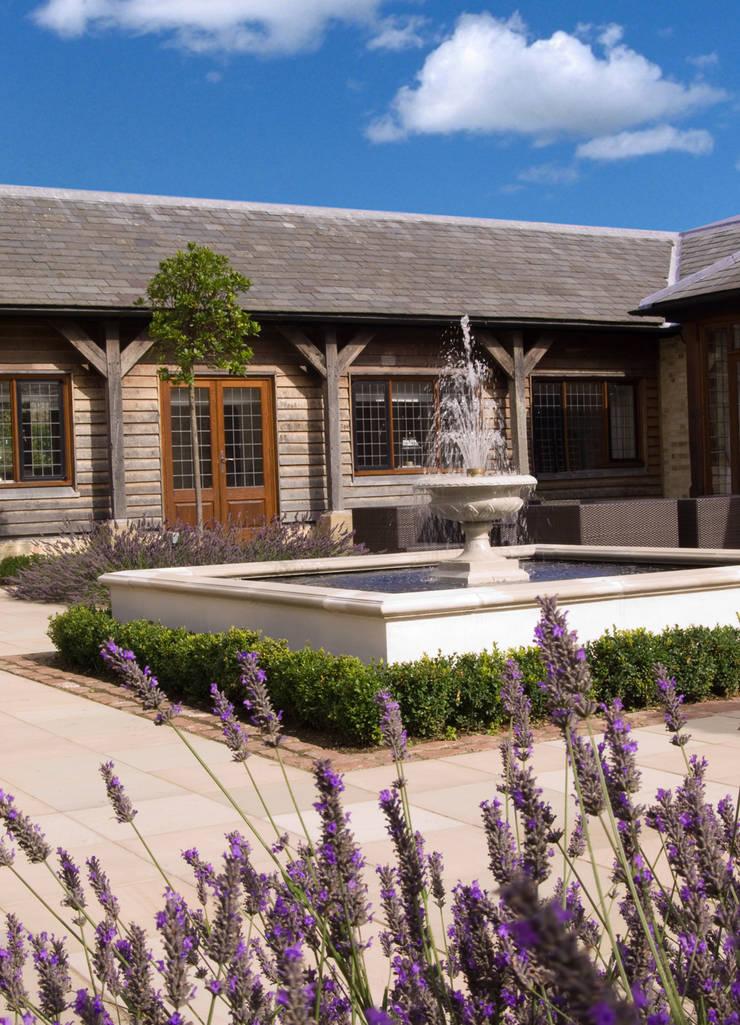 Classic Simplicity:  Garden by Paul Dracott Garden Design