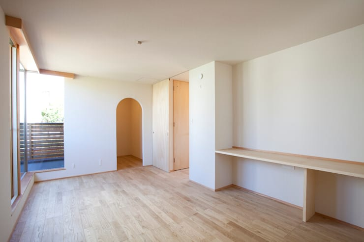 K-House : 一級建築士事務所オブデザインが手掛けた寝室です。