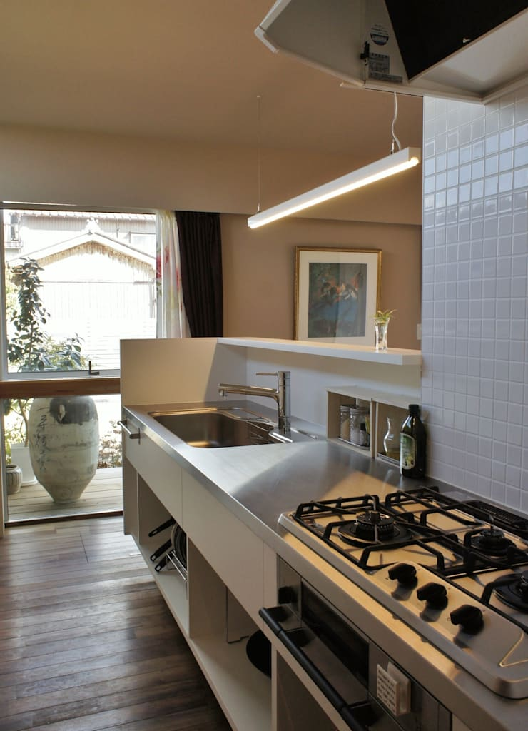 Danchi house ―どこにでもある団地の家―: 一級建築士事務所オブデザインが手掛けたキッチンです。