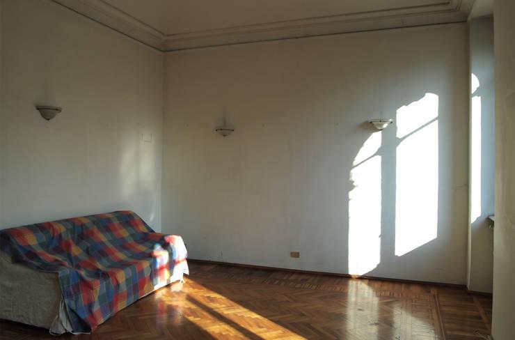 Camera matrimoniale - prima:  in stile  di RE.DE.sign STUDIO