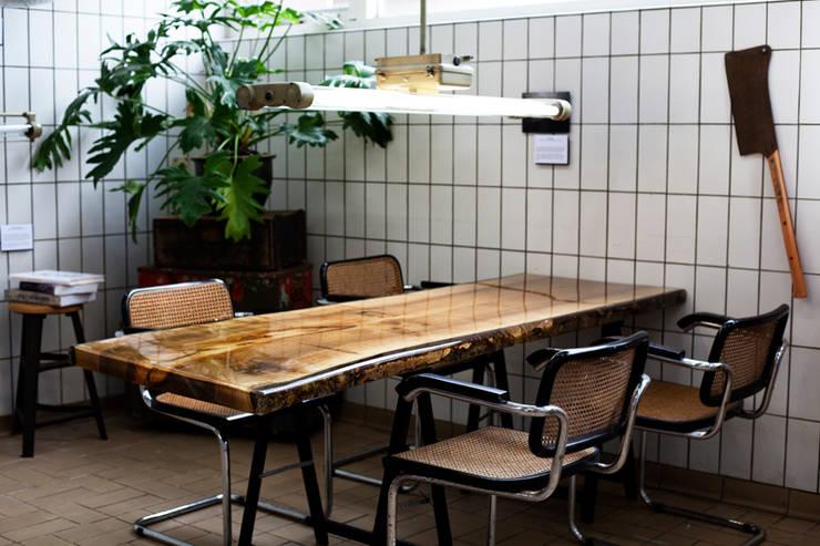 VANOUDS tafels:  Kantoren & winkels door VANOUDS
