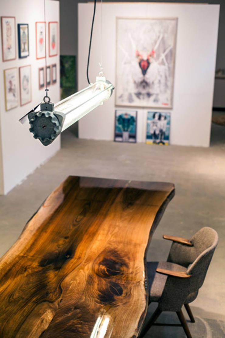 VANOUDS tafels: modern  door VANOUDS, Modern