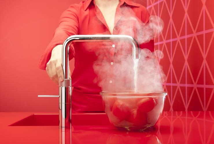 Quooker Tomaten häuten: moderne Küche von Quooker Deutschland GmbH