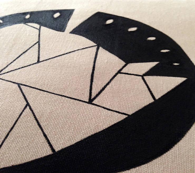 Carbon Dreams by Gül Arı – Animal instinct pillow series:  tarz Ev İçi