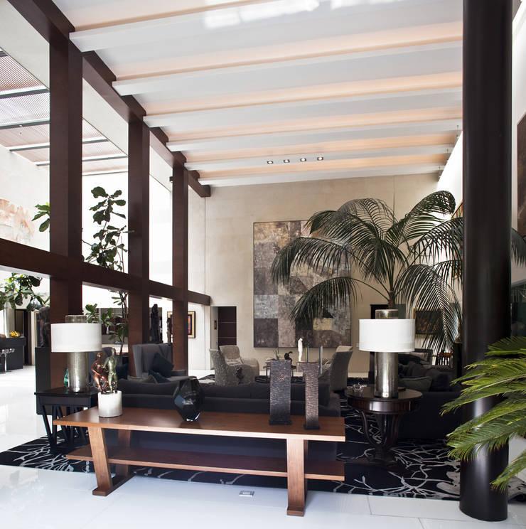 Casa H Salones minimalistas de Cm2 Management Minimalista