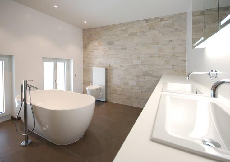 DEFH in Birmenstorf:  Badezimmer von Bogen Design GmbH