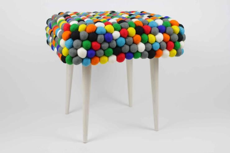 stołek happy pills: styl , w kategorii Salon zaprojektowany przez felt stories,