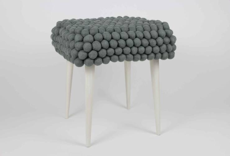 stołek grey cells: styl , w kategorii Salon zaprojektowany przez felt stories,