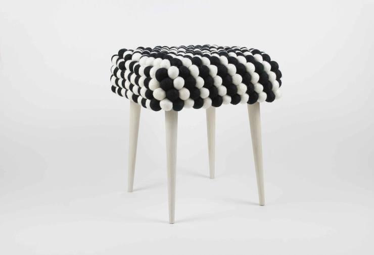 stołek salt&pepper: styl , w kategorii Salon zaprojektowany przez felt stories