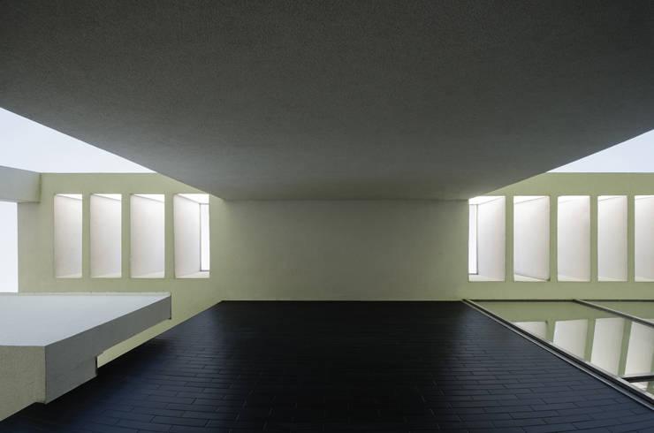 DETAL STROP: styl nowoczesne, w kategorii Domy zaprojektowany przez PAWEL LIS ARCHITEKCI