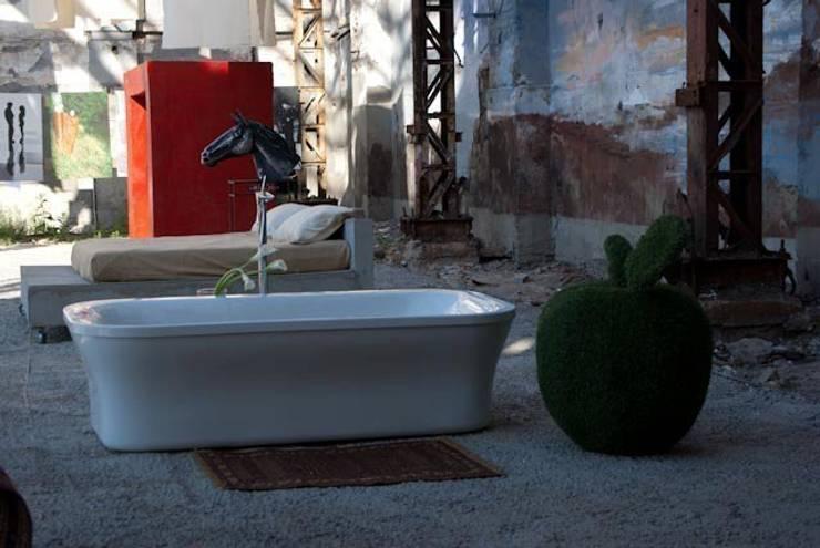 Ванная: Ванная комната в . Автор – Persian Primavera