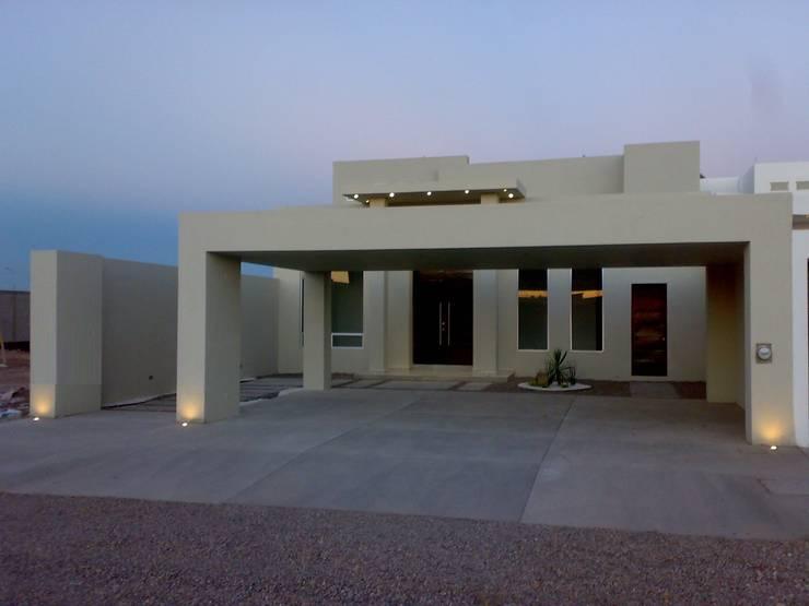 Fachada.: Oficinas y tiendas de estilo  por Guiza Construcciones