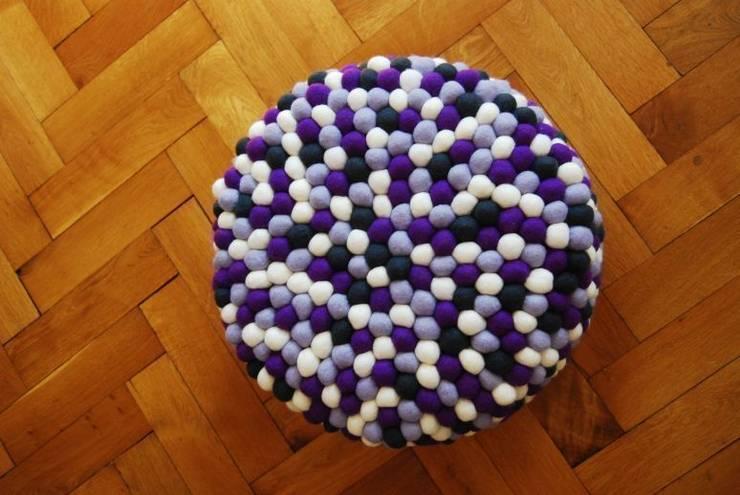 pufa okrągła lavender field: styl , w kategorii Salon zaprojektowany przez felt stories