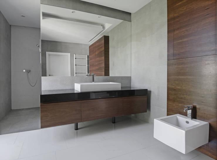 LAZIENKA  PIĘTRO: styl , w kategorii Łazienka zaprojektowany przez PAWEL LIS ARCHITEKCI