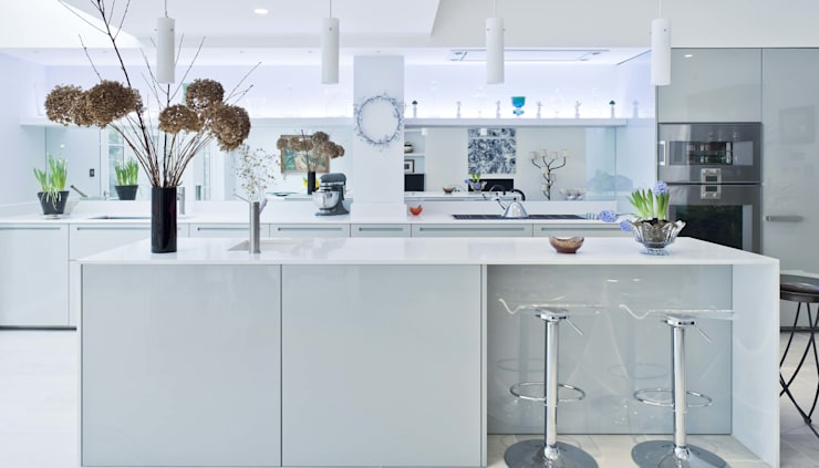 Vicarage Gardens:  Kitchen by Sonnemann Toon Architects