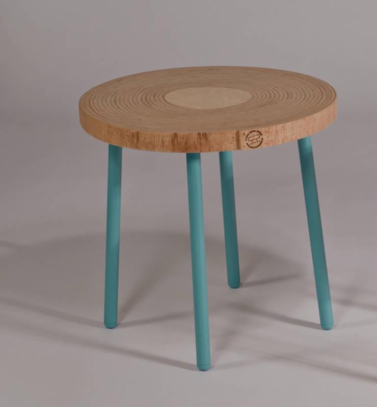 Twisted Table:  Woonkamer door Studio Erwin Zwiers