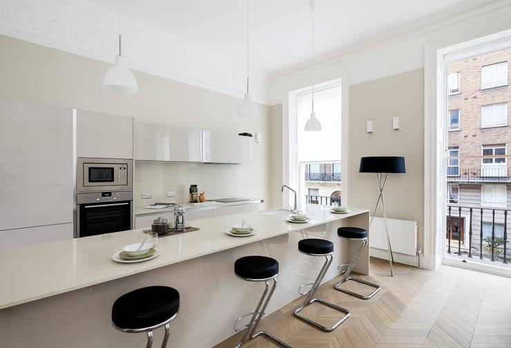 122 Harley Street:  Kitchen by Sonnemann Toon Architects