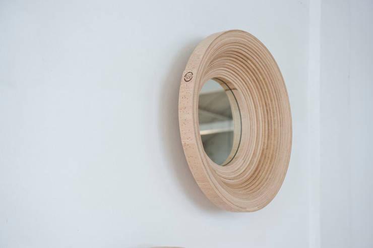 Twisted Mirror:  Winkelcentra door Studio Erwin Zwiers
