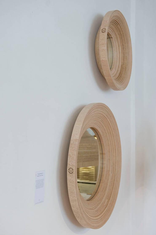 Twisted Mirror:  Woonkamer door Studio Erwin Zwiers