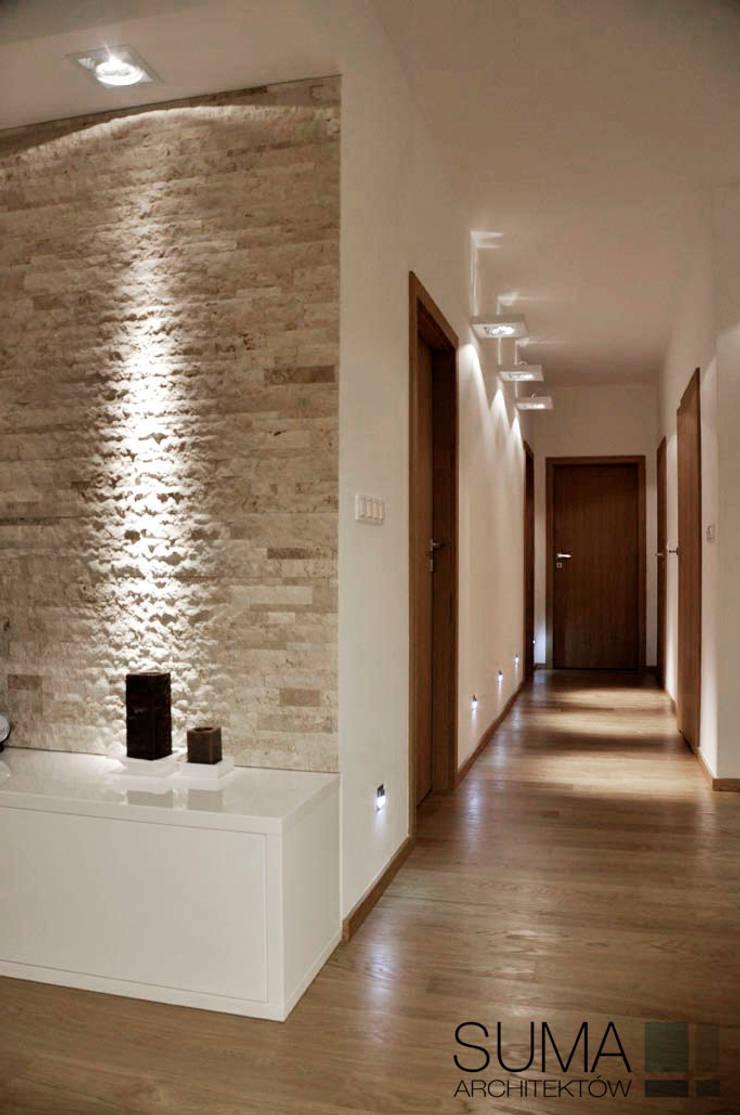 WARSAW ONE: styl , w kategorii Korytarz, przedpokój zaprojektowany przez SUMA Architektów