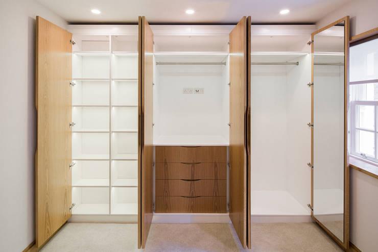 3 Devonshire Mews North:  Bedroom by Sonnemann Toon Architects