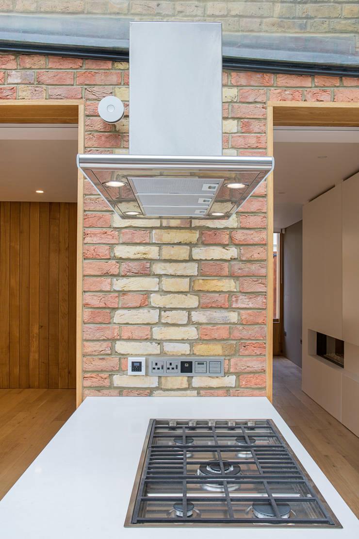 3 Devonshire Mews North:  Kitchen by Sonnemann Toon Architects