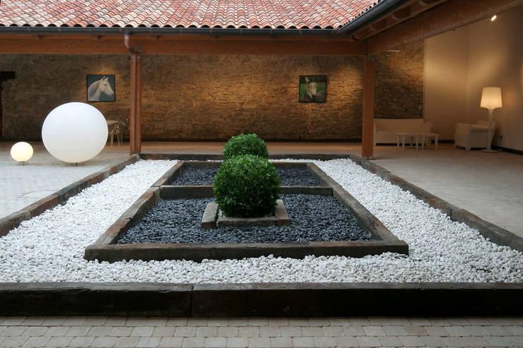 Diseño de jardín seco por Sube Susaeta Interiorismo:  de estilo  de Sube Susaeta Interiorismo