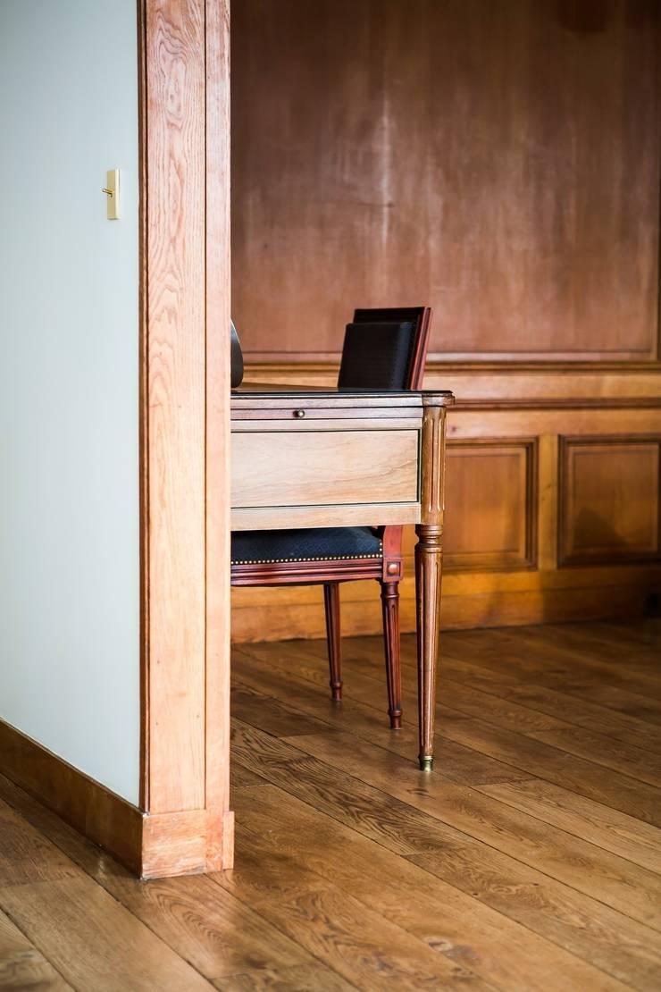 Salas / recibidores de estilo  por Hélène de Tassigny, Clásico