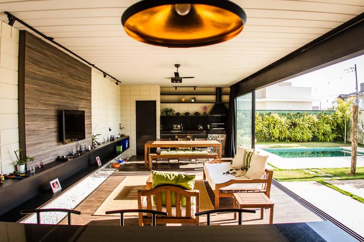 Sala de Estar/Jantar : Salas de estar minimalistas por HAUS