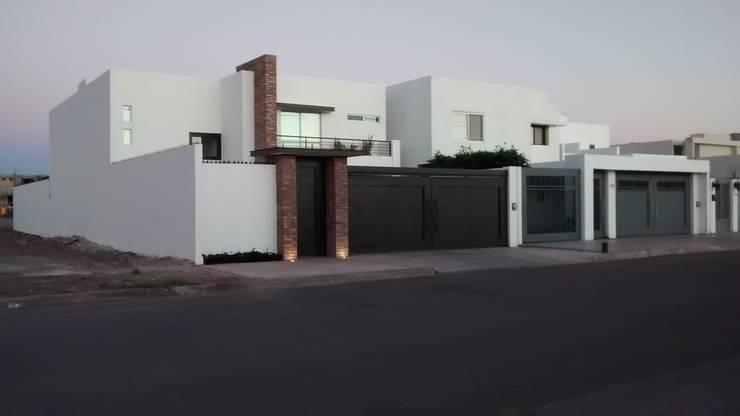 contemporaneo I: Casas de estilo moderno por Guiza Construcciones