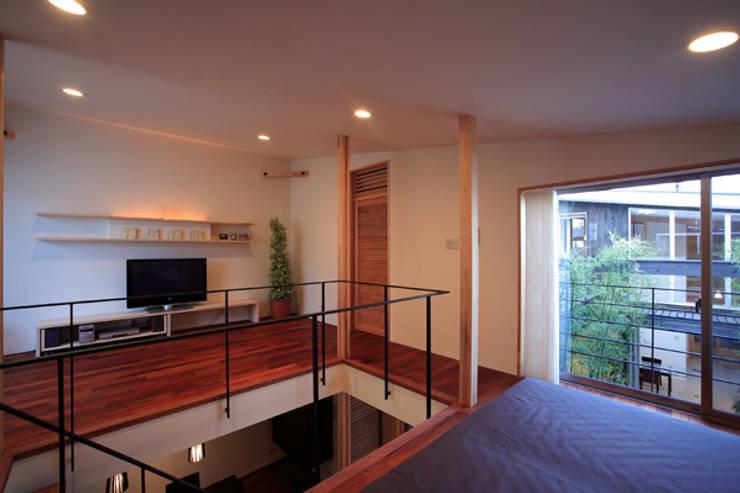 竹林風洞 主寝室: アーキシップス古前建築設計事務所が手掛けた寝室です。