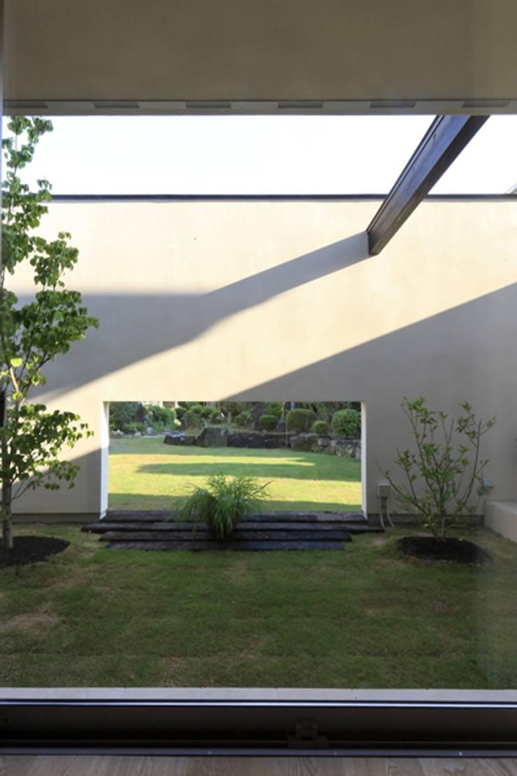 Garden by アーキシップス古前建築設計事務所,