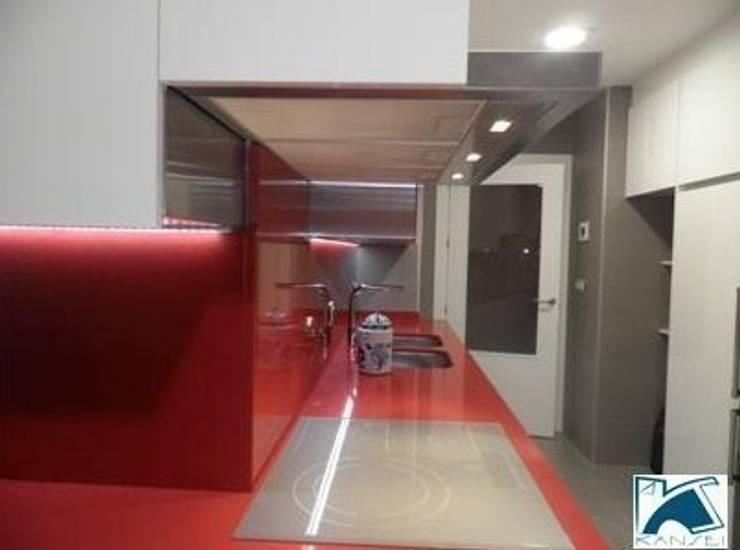 Diseño de Cocinas en Granada: Cocinas de estilo  de  Kansei Diseño y Decoración en la Cocina