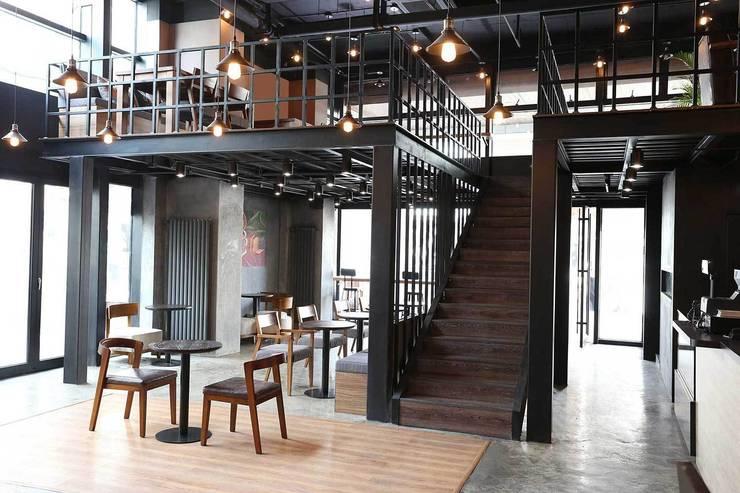 BeanBar Café, Qingdao, China: Bares y Clubs de estilo  de LATITUDE