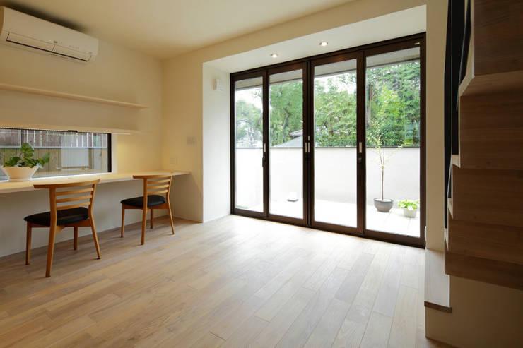 湖風の家 書斎全室: アーキシップス古前建築設計事務所が手掛けた書斎です。