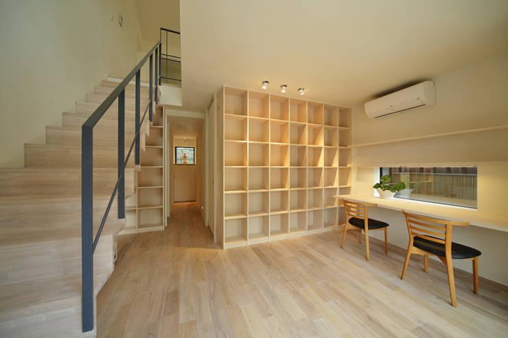 湖風の家 書斎: アーキシップス古前建築設計事務所が手掛けた書斎です。