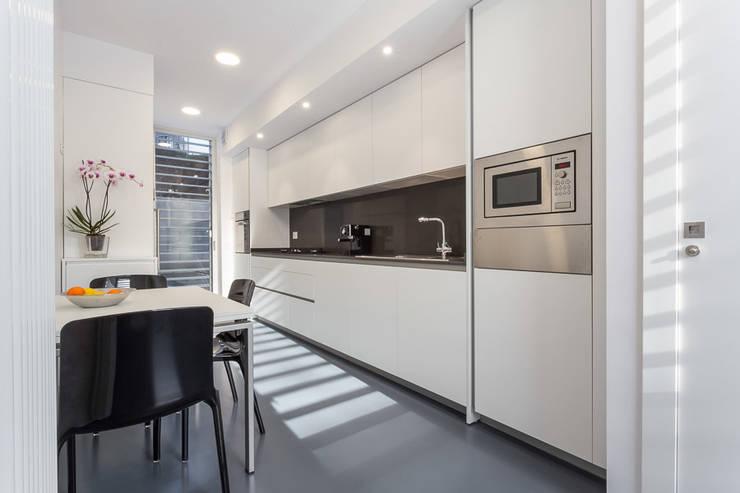 Cocinas de estilo  por 08023 Architects