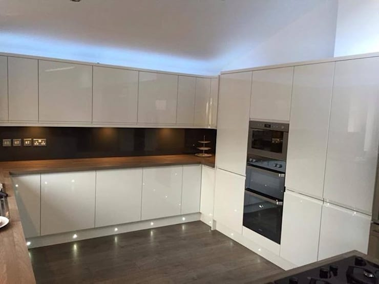 Smiths in Action:  Kitchen by Smiths fitted wardrobes Ltd
