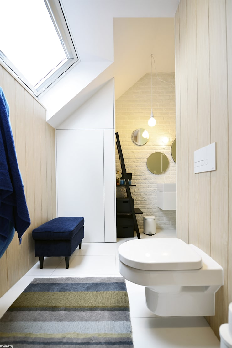 Remont łazienki małym kosztem: styl , w kategorii Łazienka zaprojektowany przez ANIEA Andrzej Niegrzybowski architekt,