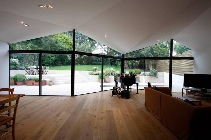 Wohnzimmer von Caseyfierro Architects