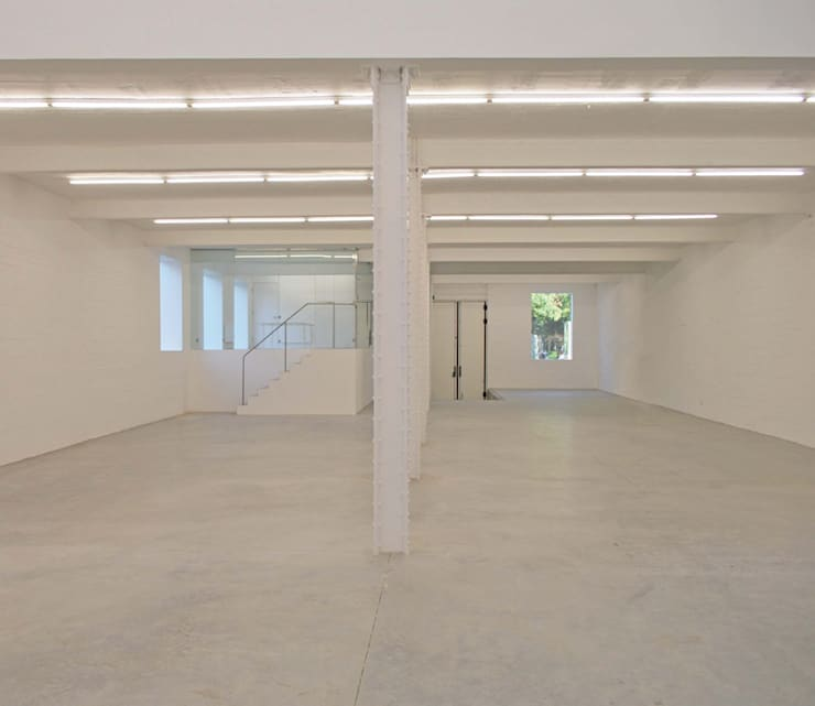 Anish Kapoor Studio:  Corridor & hallway by Caseyfierro Architects