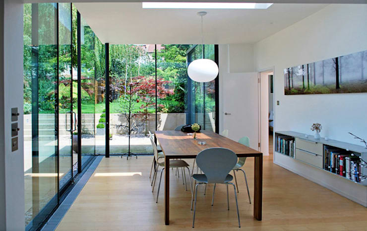 FAMILY HOUSE Extension: modern Dining room by Caseyfierro Architects