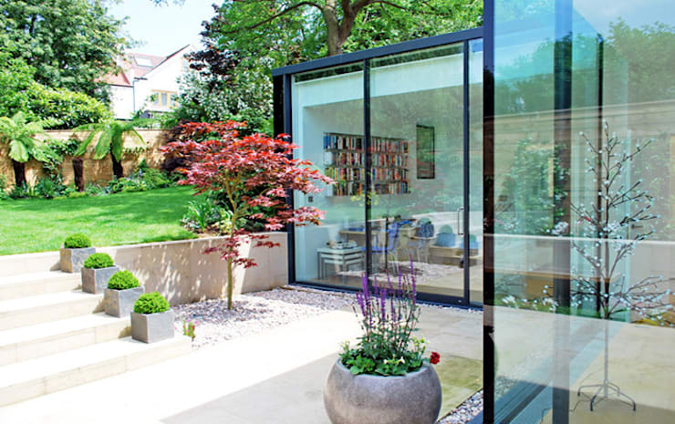 FAMILY HOUSE Extension: modern Garden by Caseyfierro Architects